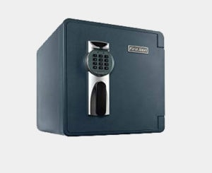First Alert 2092DF Waterproof and Fire-Resistant Digital Safe, 1.31 Cubic Feet Review